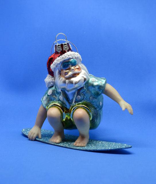 Weihnachtsmann als Surfer