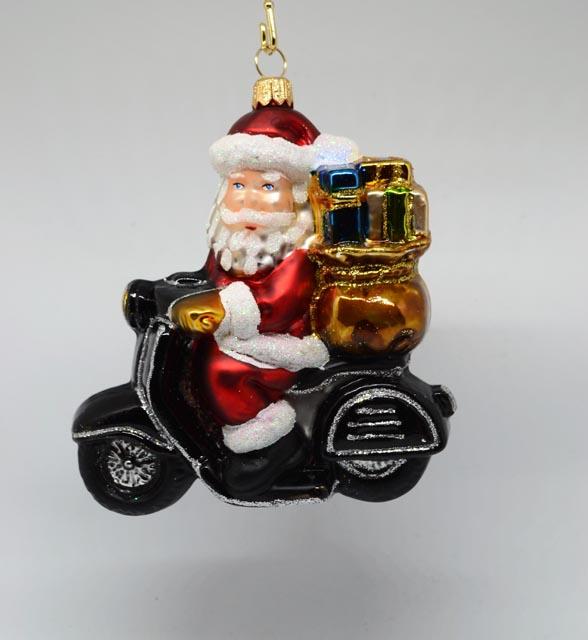 Weihnachtsmann auf Motorroller